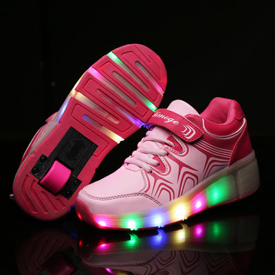 Simulation schoenen op wielen roze